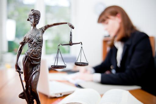 юридическая помощь в суде в москве
